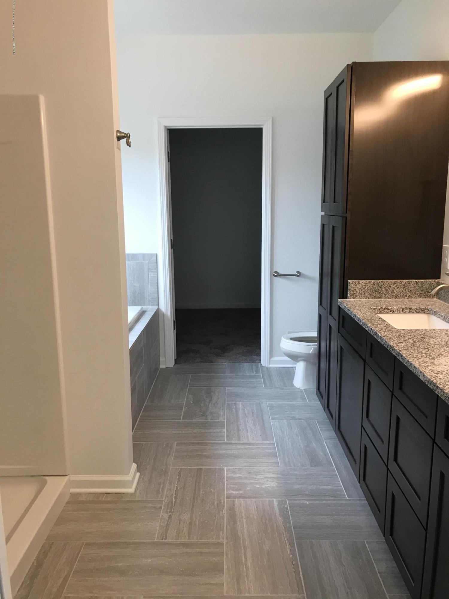 1391 Jackson Dr - Bathroom - 16