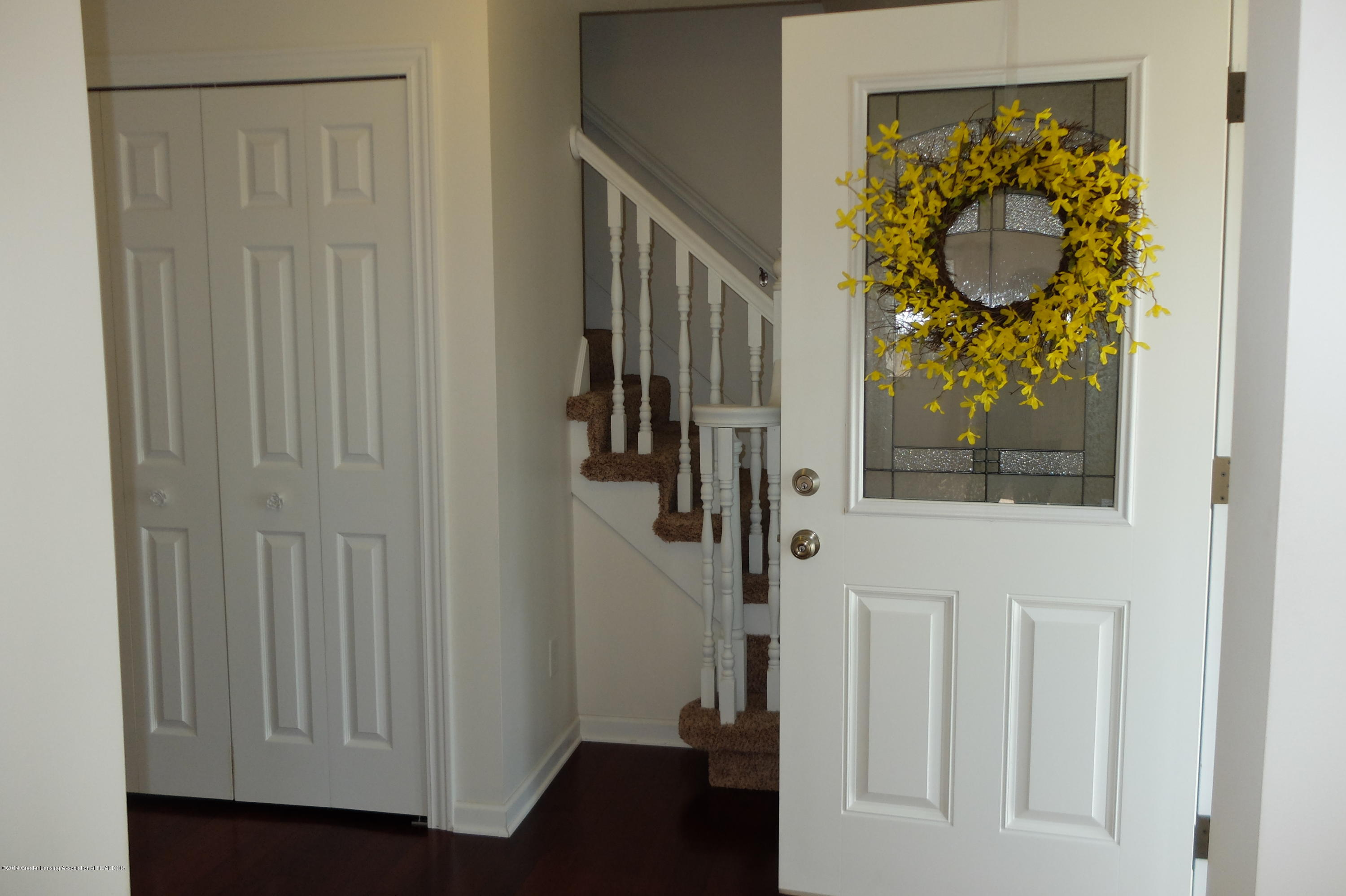 415 Holt Rd - Foyer with double coat closets - 13
