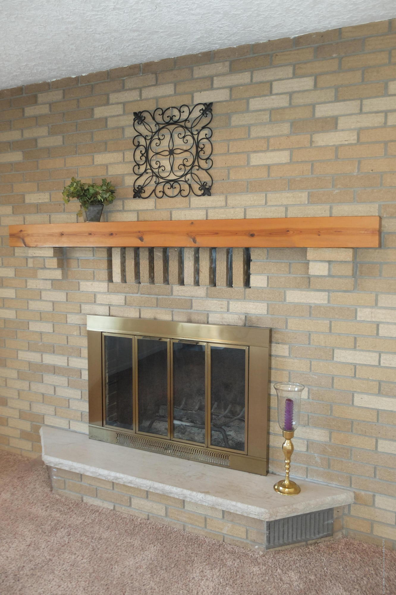 415 Holt Rd - Woodburning fireplace - 26