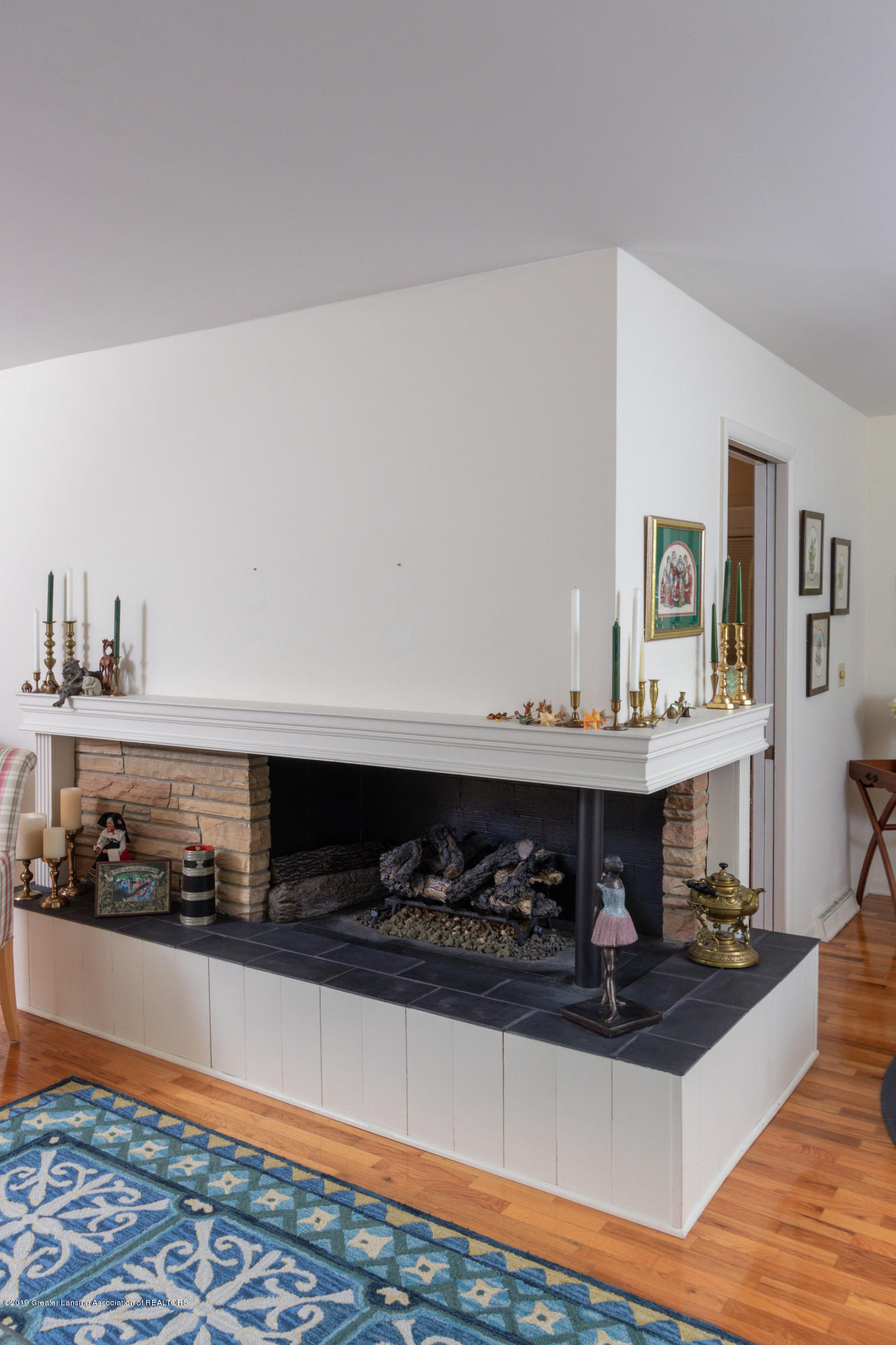 2117 Tomahawk Rd - Living Room Fireplace - 10