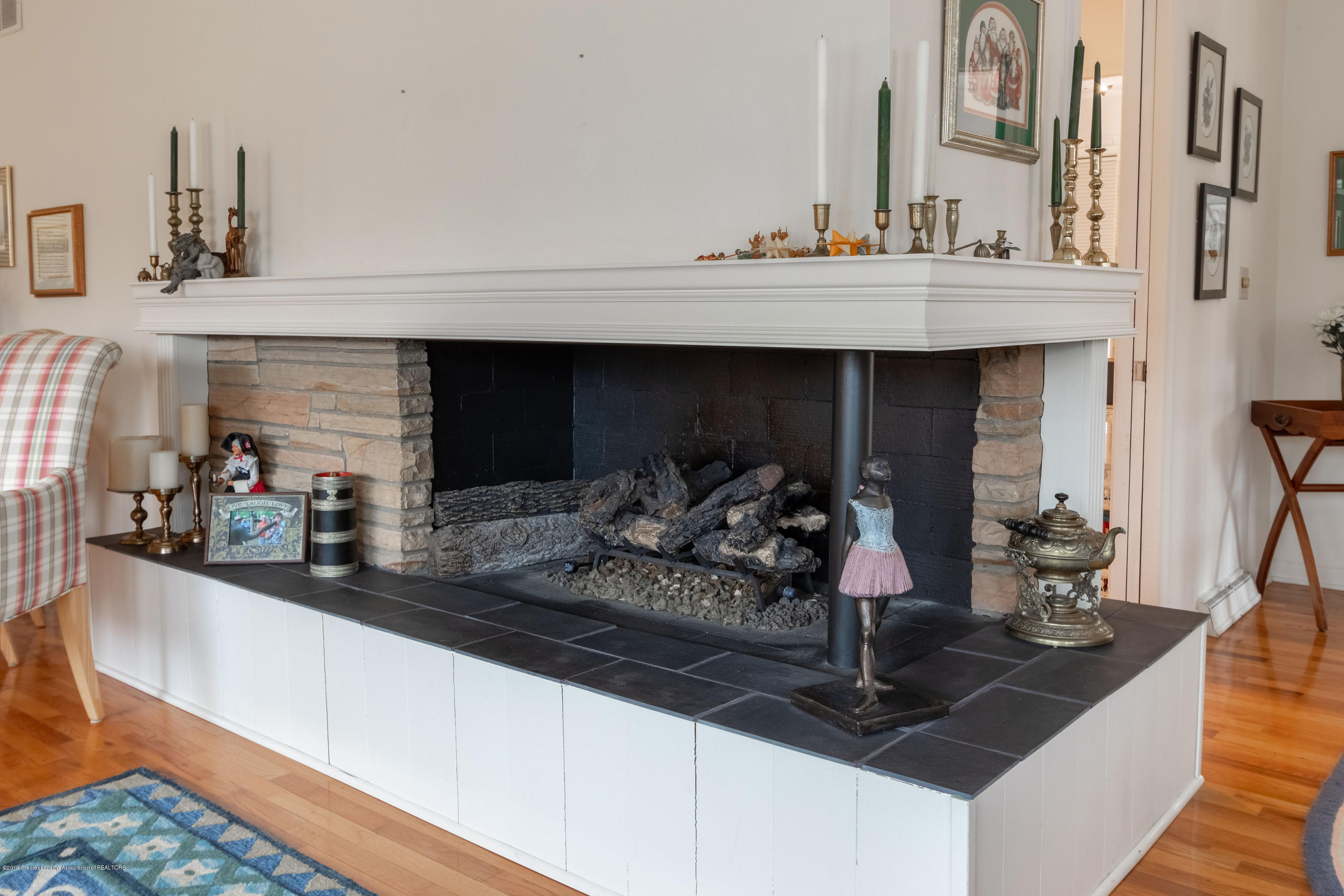 2117 Tomahawk Rd - Living Room Fireplace - 11