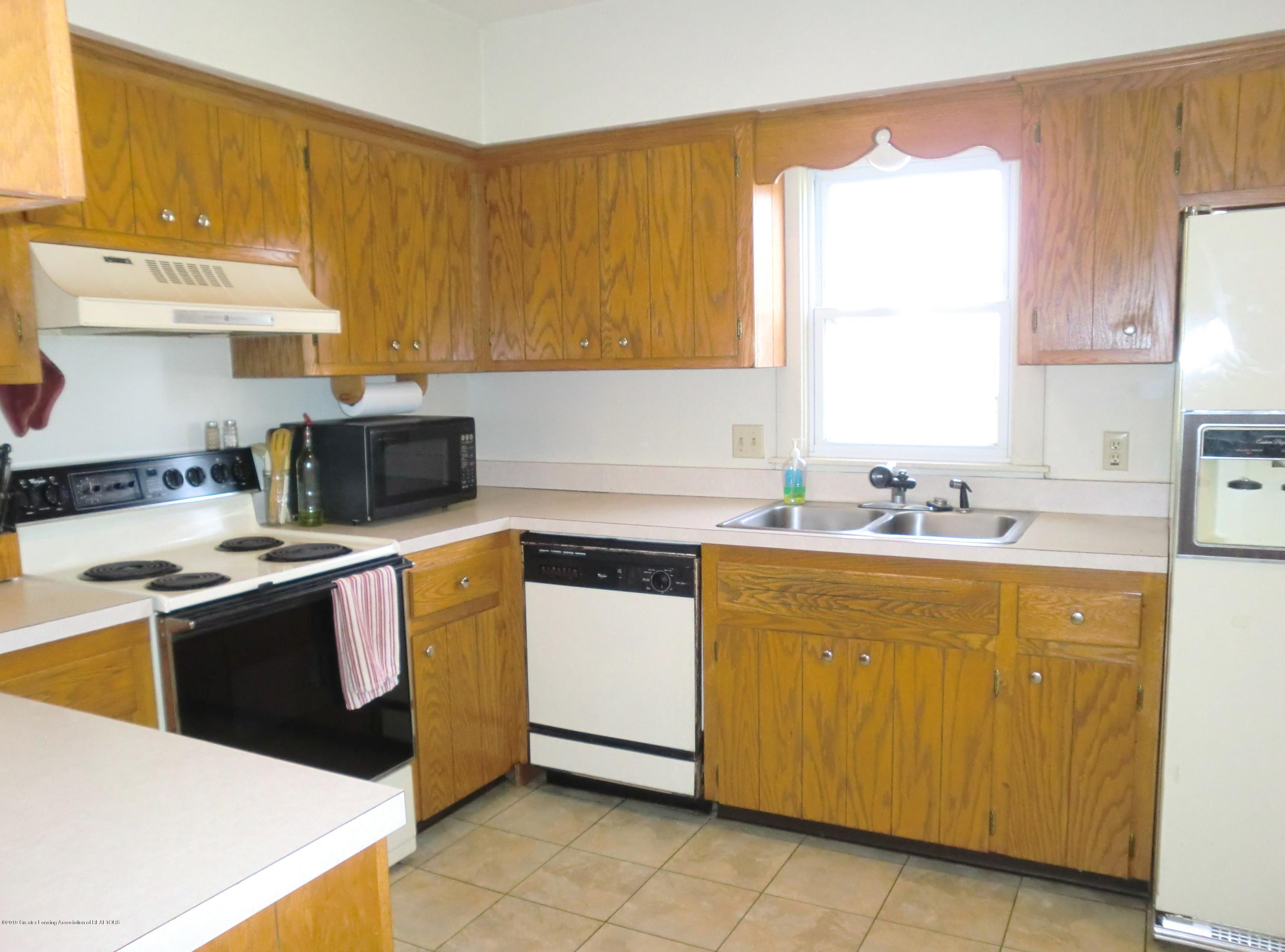 111 E Dwight St - Kitchen - 11