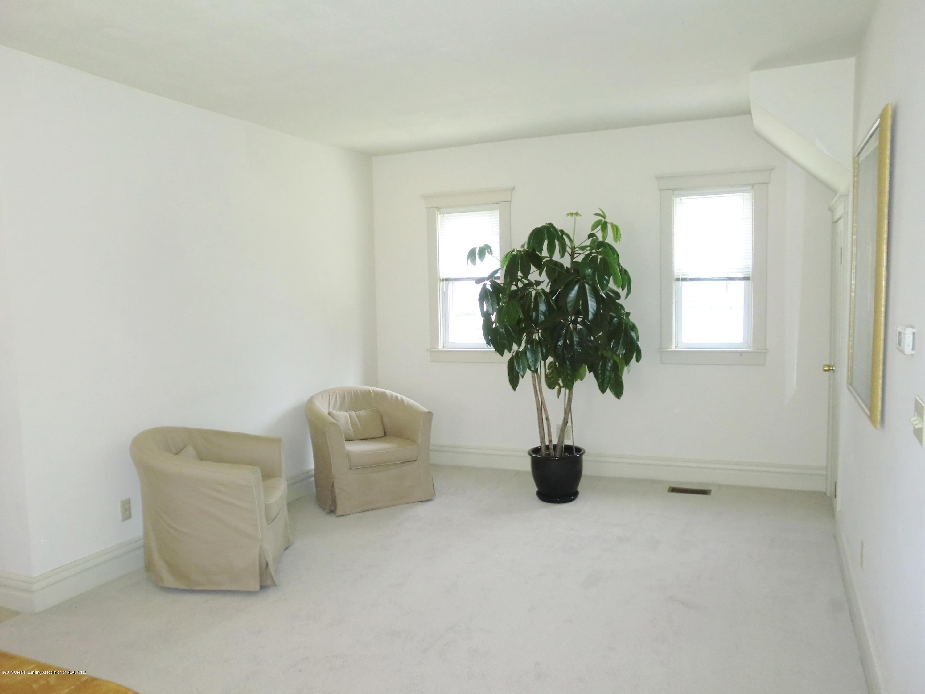 111 E Dwight St - Sitting Room - 15
