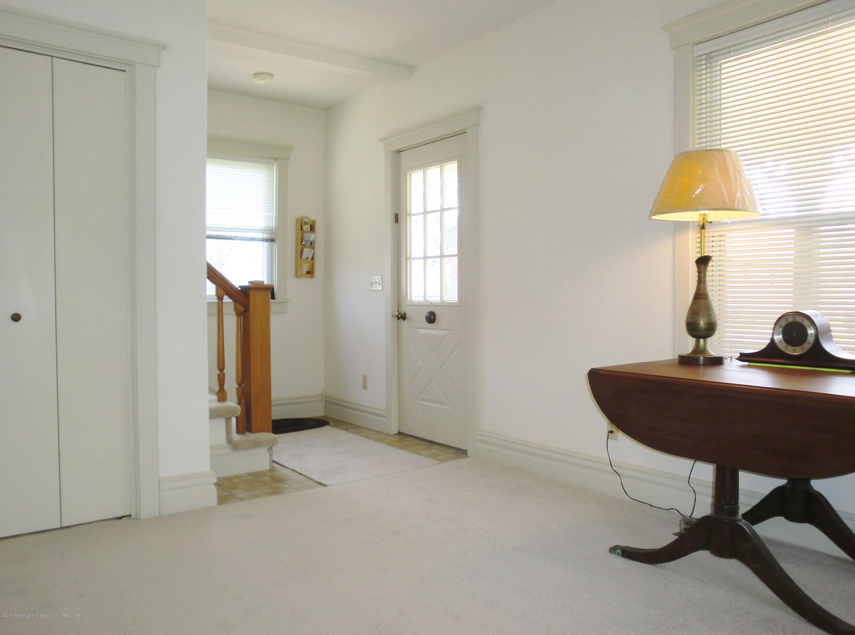 111 E Dwight St - Living Room/Entry - 20