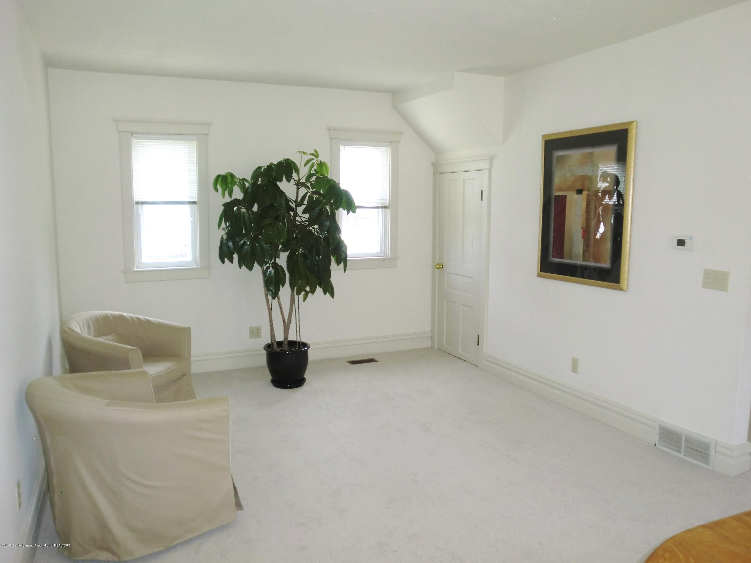 111 E Dwight St - Sitting Room - 16