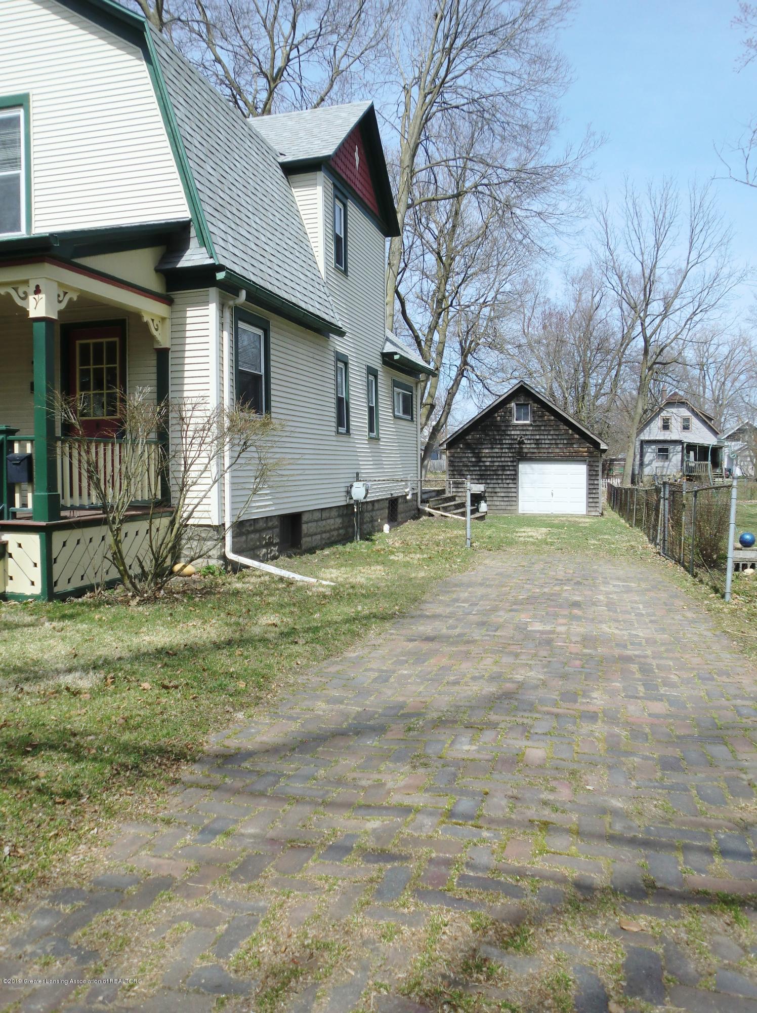 111 E Dwight St - Brick Driveway - 30