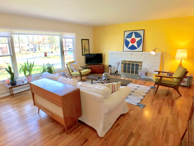 4437 Greenwood Dr - Living Room - 4