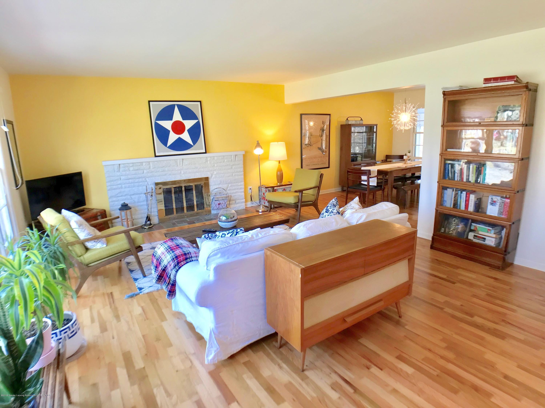 4437 Greenwood Dr - Living Room - 3