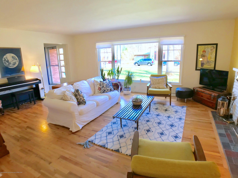 4437 Greenwood Dr - Living Room - 5