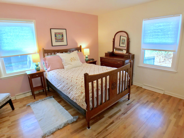 4437 Greenwood Dr - Master Bedroom - 14