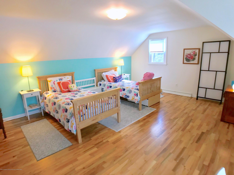 4437 Greenwood Dr - Second Floor Bedroom - 20