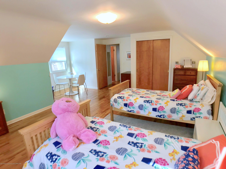 4437 Greenwood Dr - Second Floor Bedroom - 21