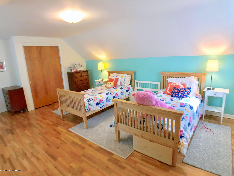 4437 Greenwood Dr - Second Floor Bedroom - 22