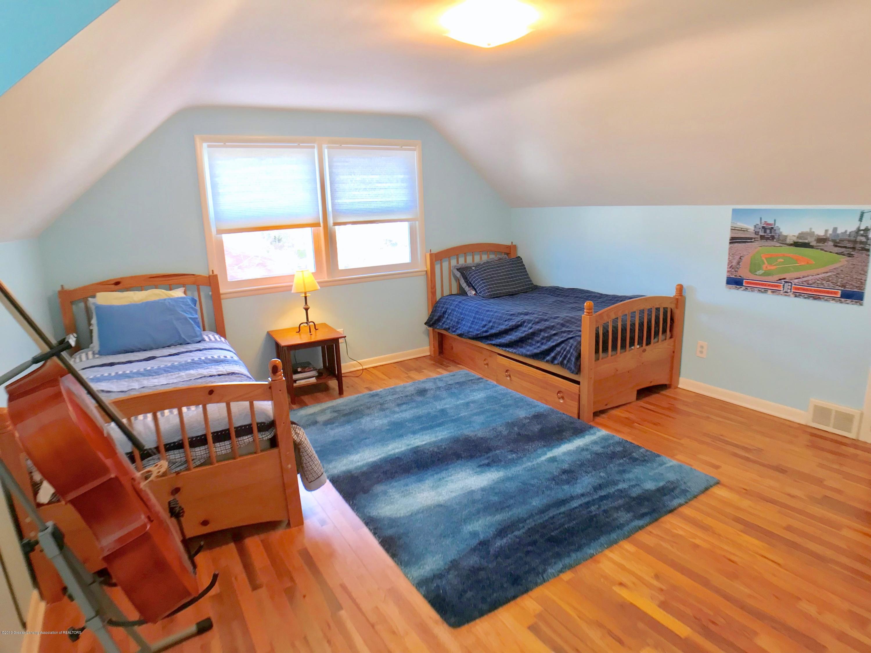 4437 Greenwood Dr - Second Floor Bedroom 2 - 25