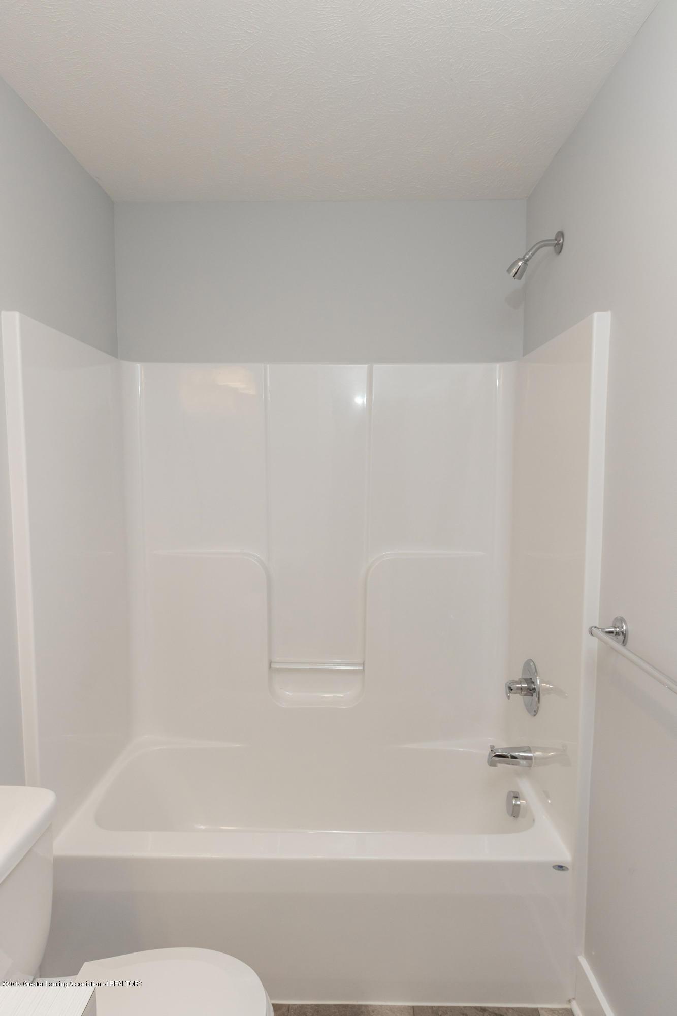 3852 Fossum Ln 11 - LL Full Bath - 29