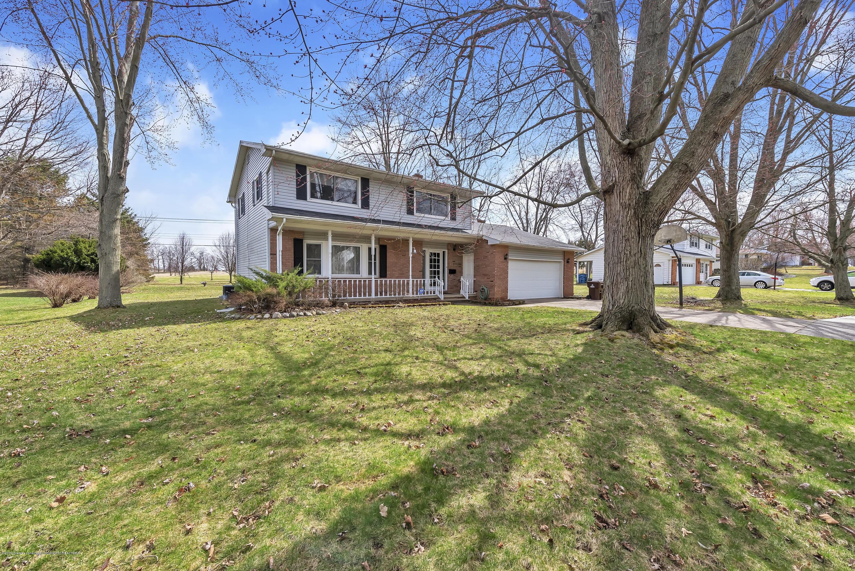 601 Raeburn Rd - 601-Raeburn-Road-Eaton-Rapids-Michigan-w - 2