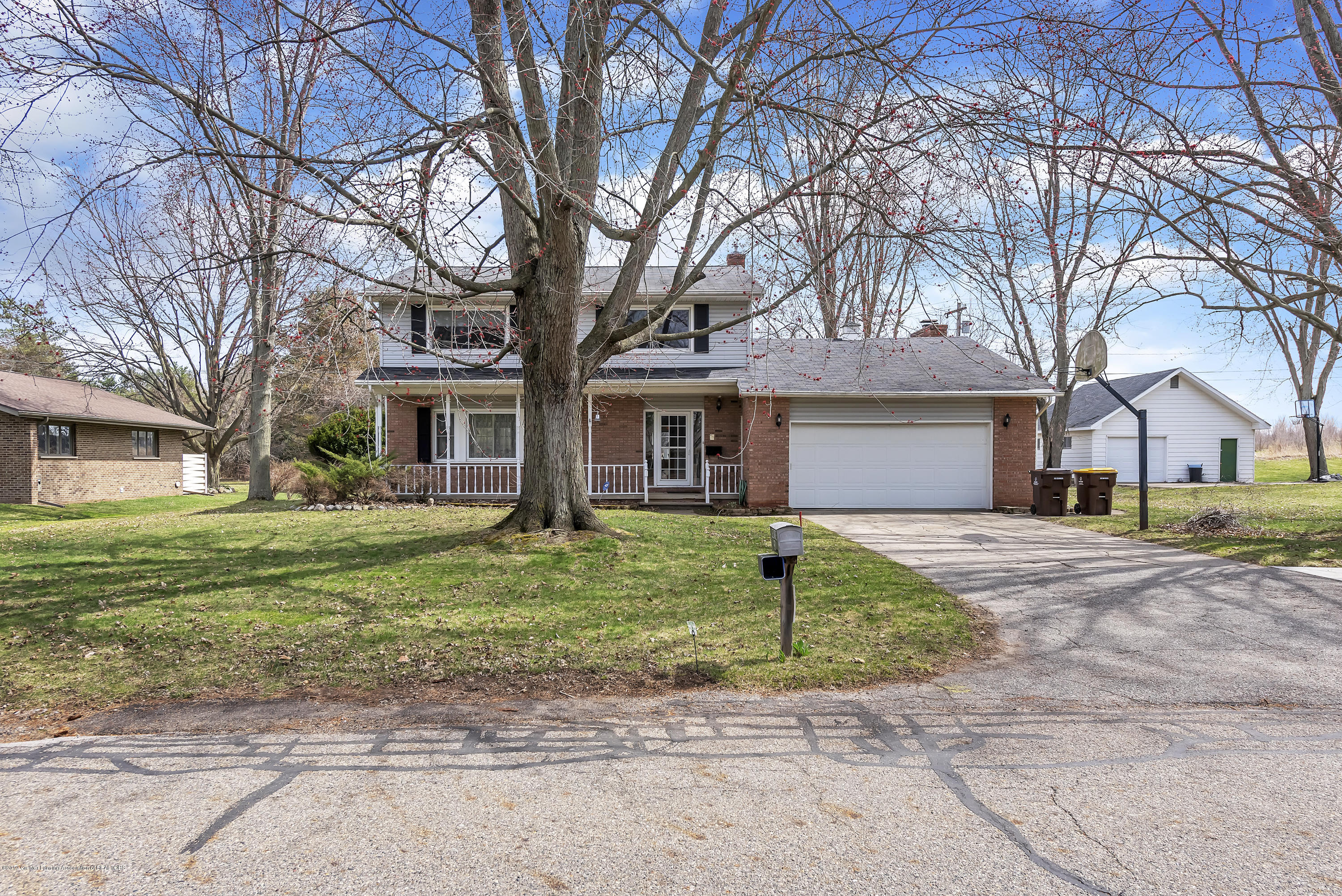 601 Raeburn Rd - 601-Raeburn-Road-Eaton-Rapids-Michigan-w - 3