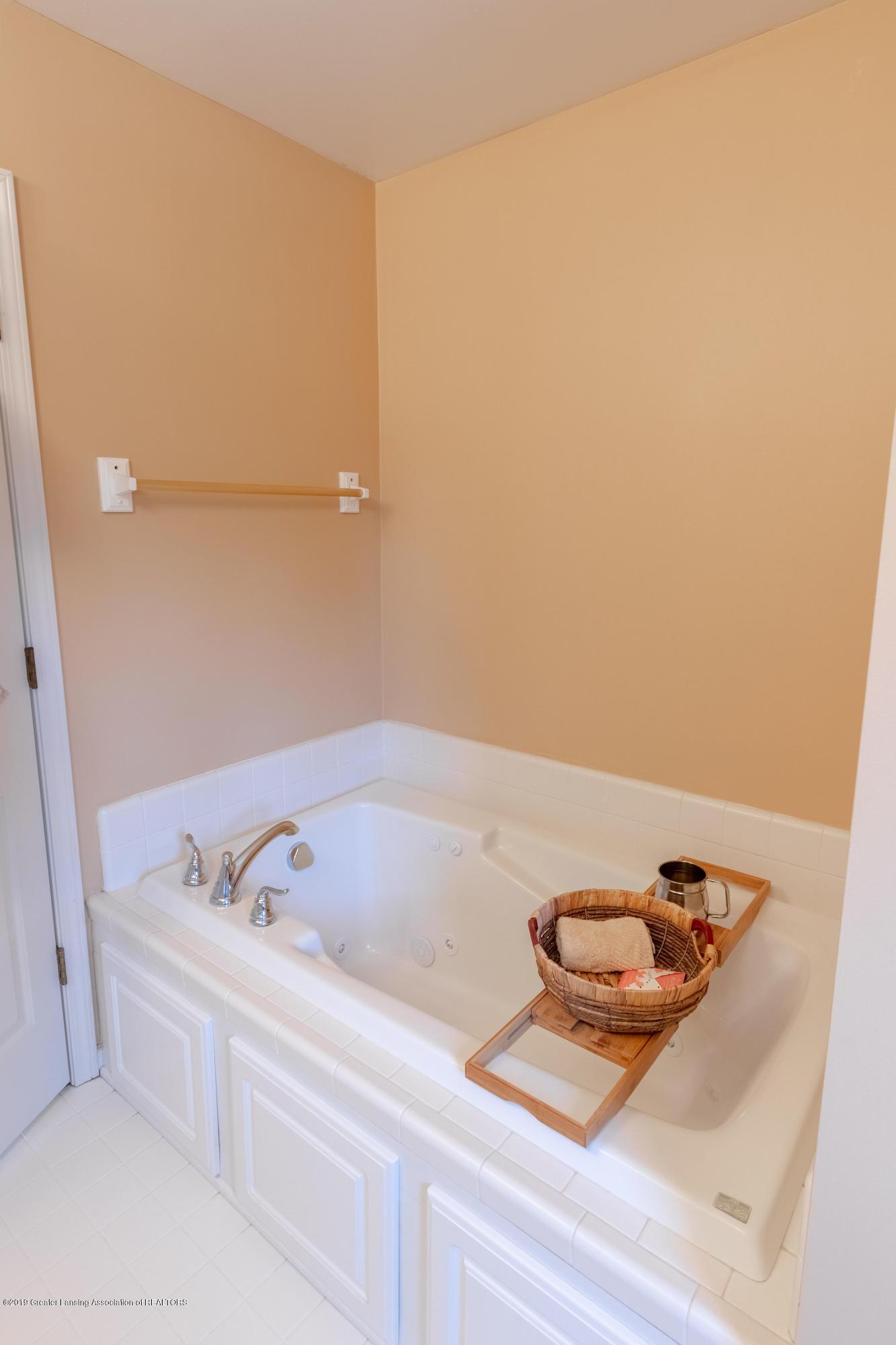 3065 Summergate Ln - Master Bath - 36