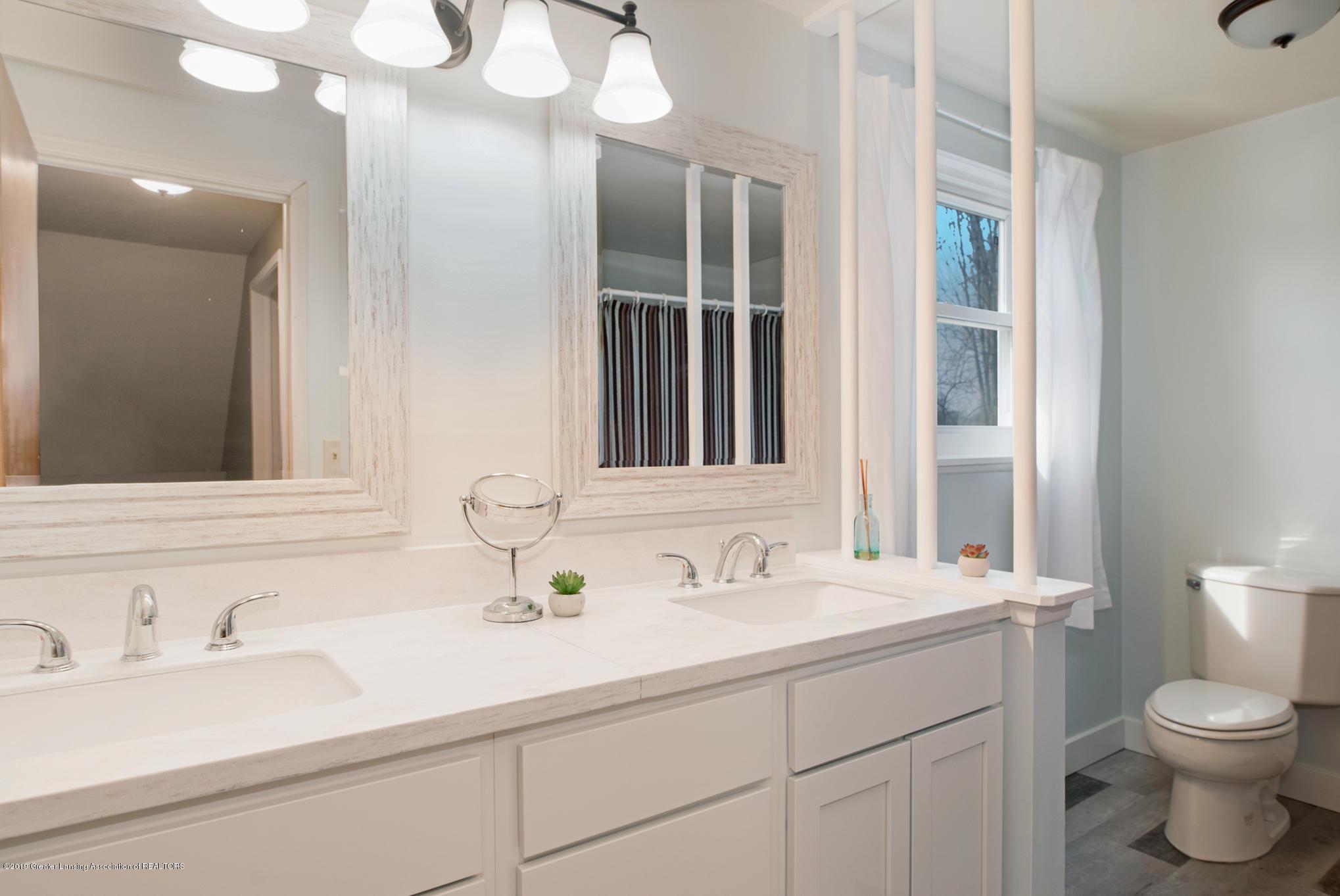 981 Ramblewood Dr - Full bathroom - 27