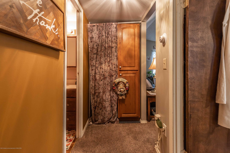 903 Pine St - Hallway - 12