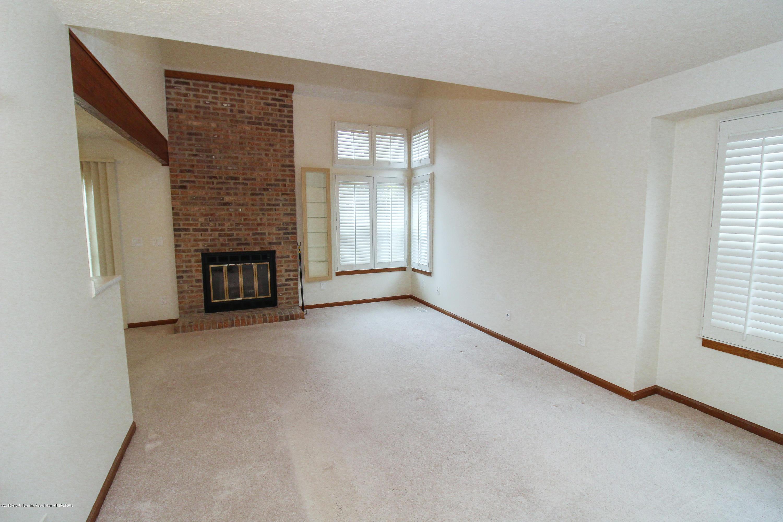 1735 Whitegate Ln - Great Room - 9
