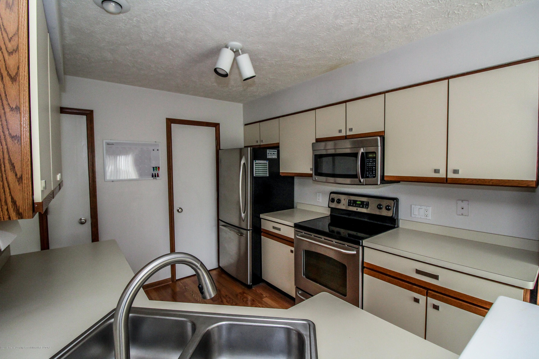 1735 Whitegate Ln - Stainless Appliances - 16