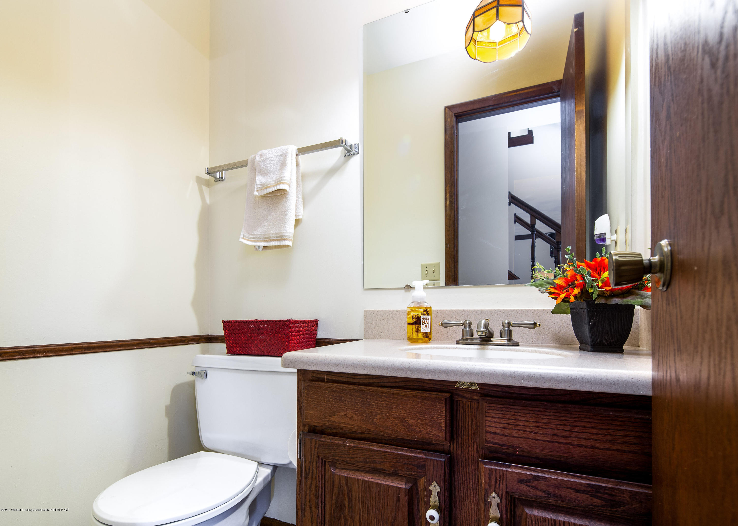 1710 Country View Dr - 1st floor half bath - 4