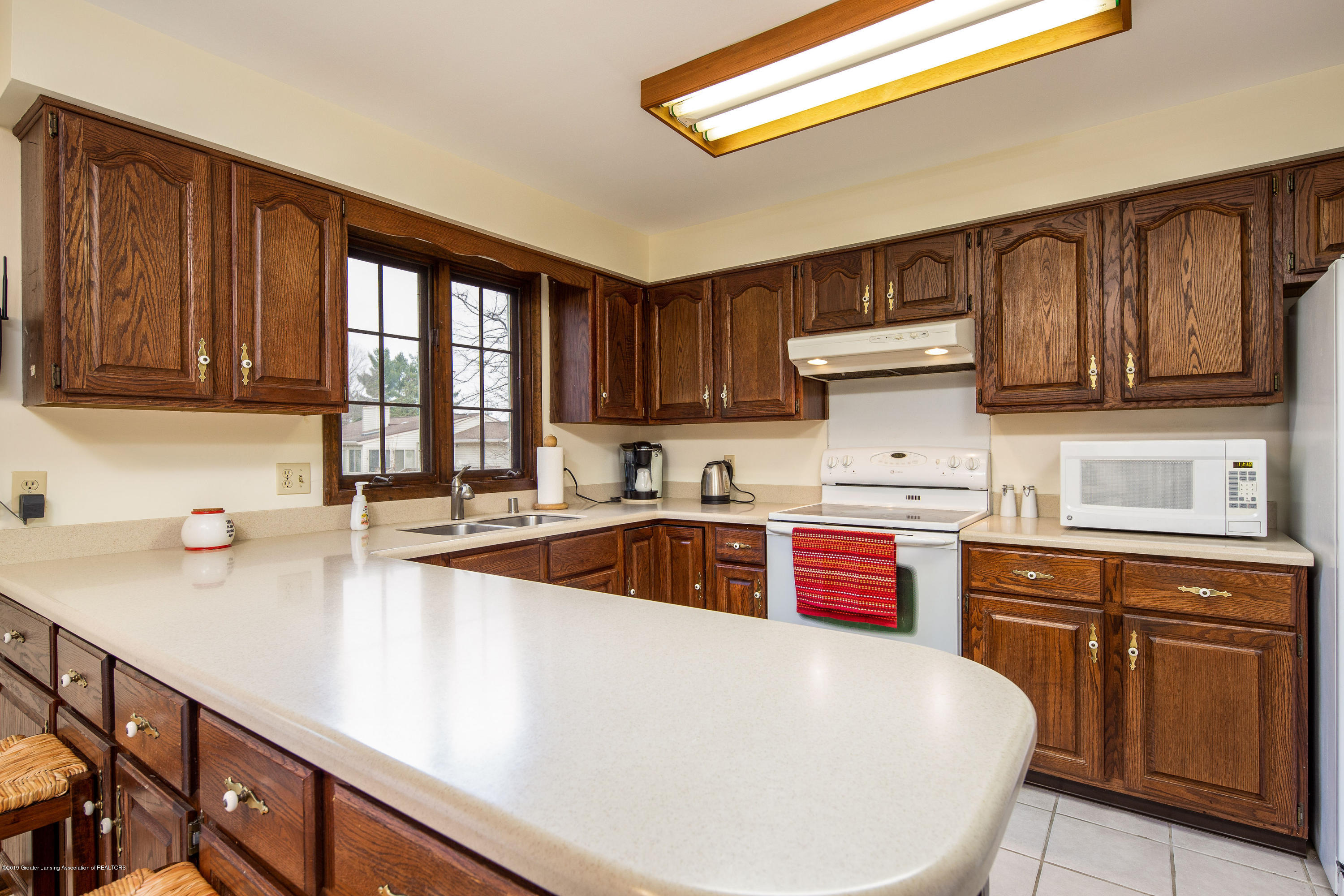 1710 Country View Dr - Solid Surface countertops - 11