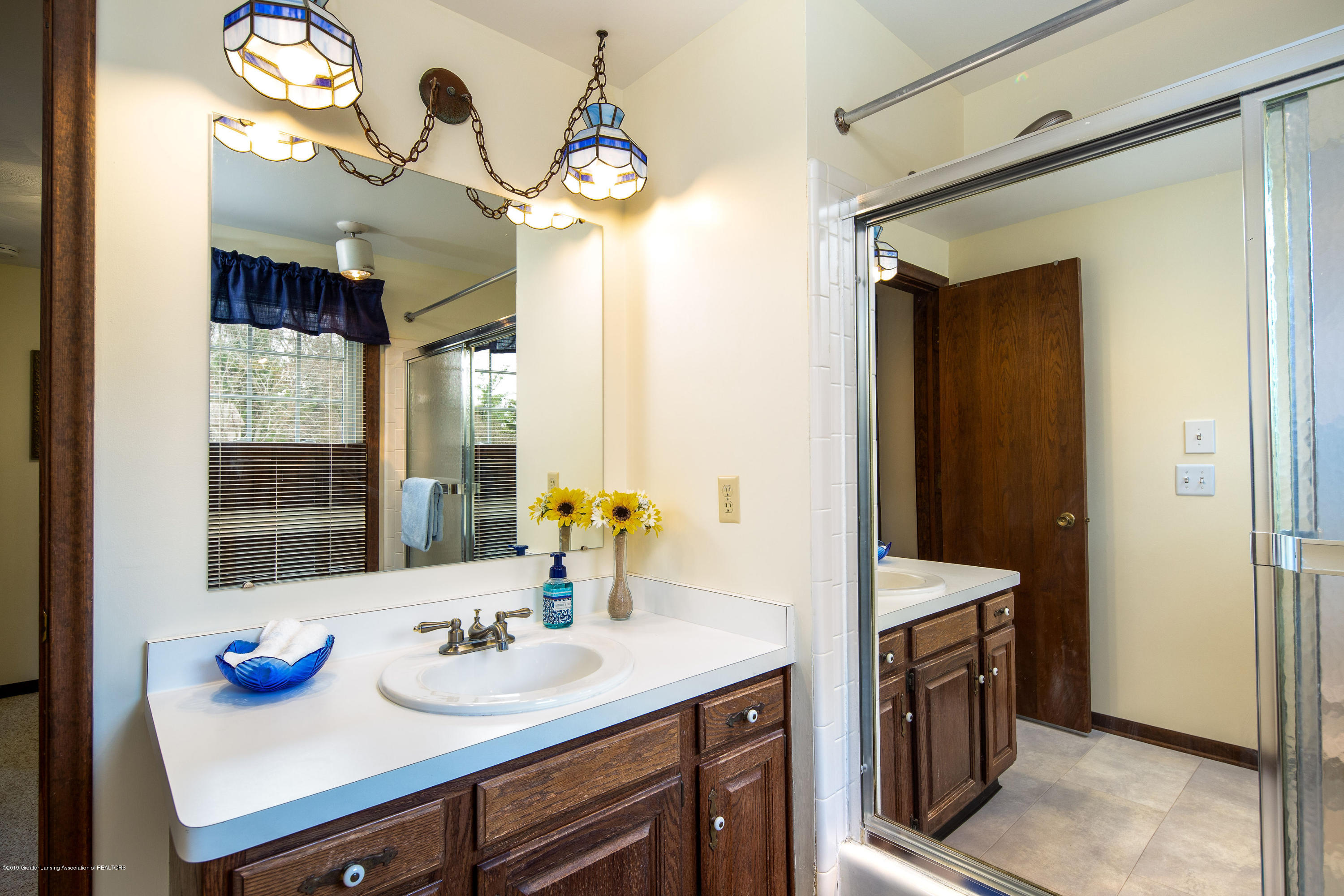 1710 Country View Dr - Main upstairs bathroom - 16