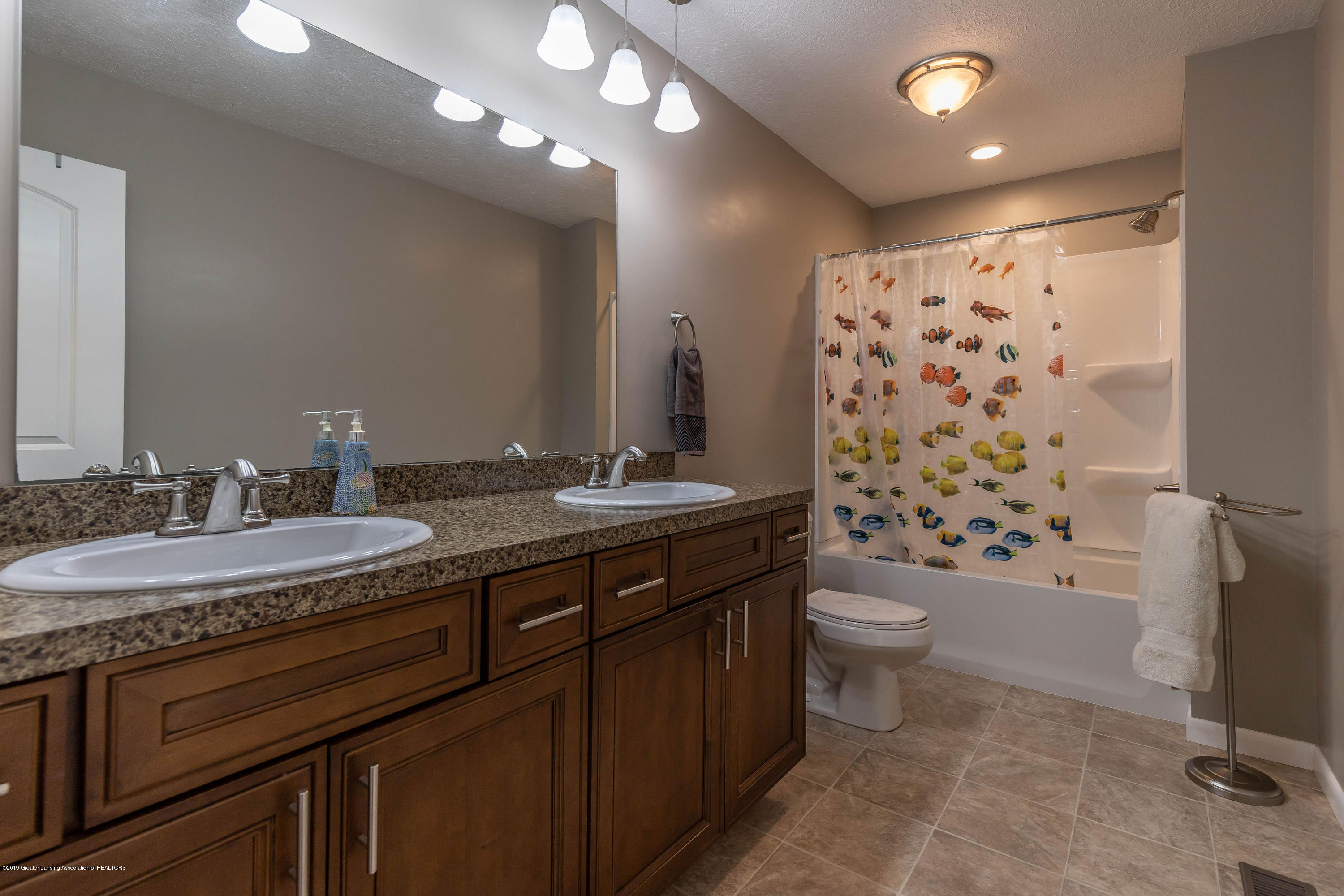 1701 Wyngarden Ln - Full Bathroom - 51