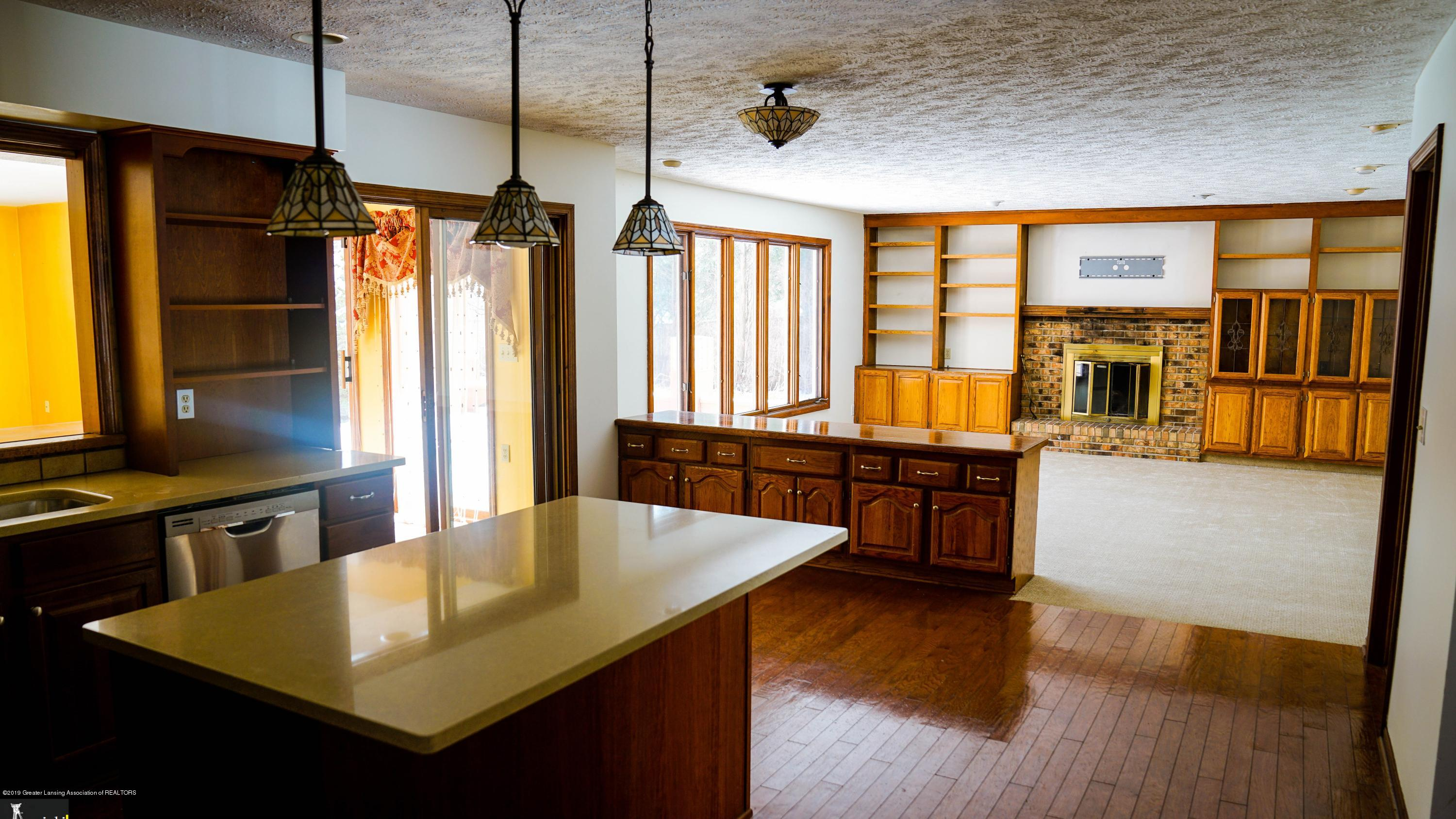 3806 Crooked Creek Rd - kitchenliving - 8