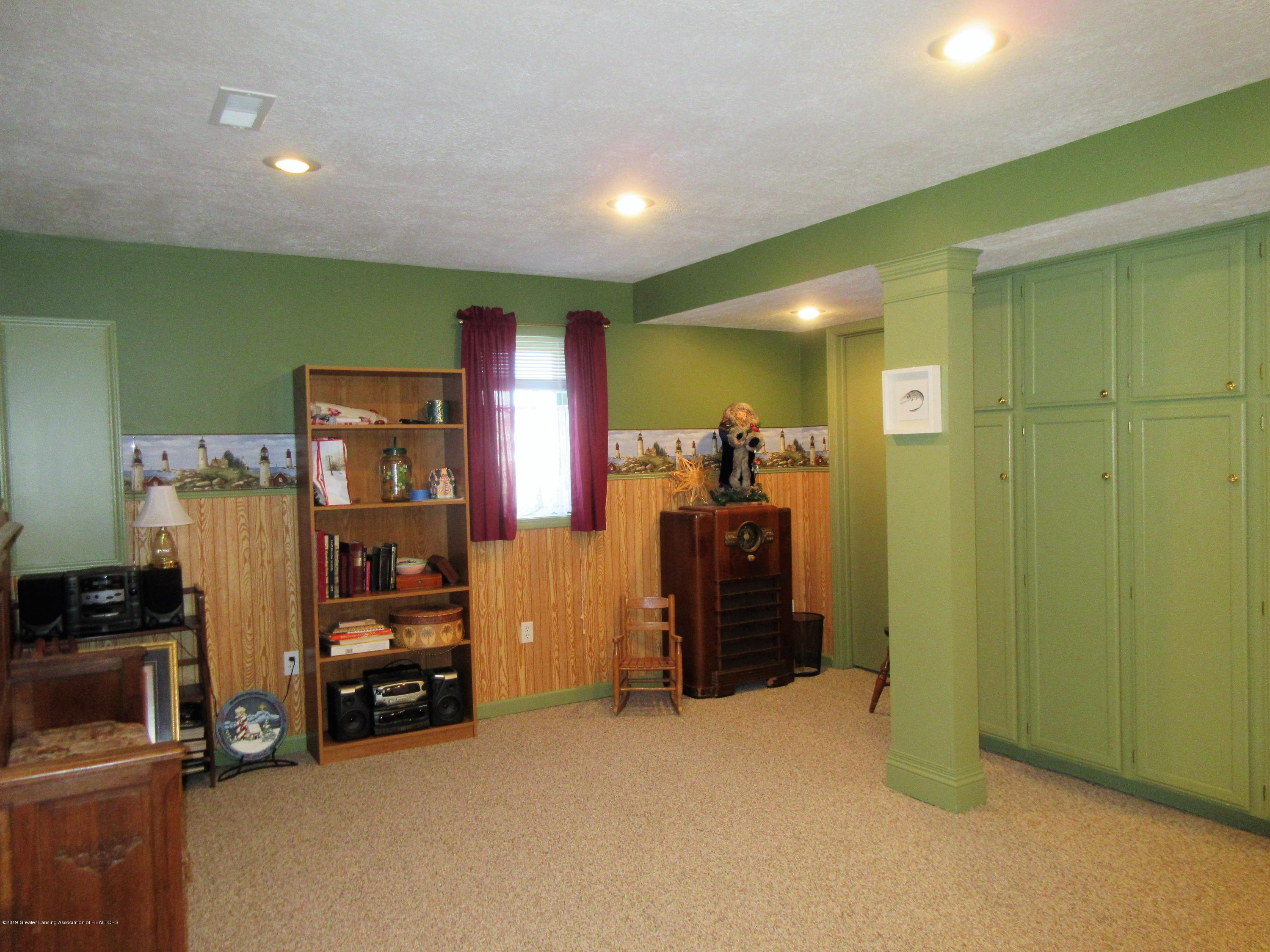 9387 S Hollister Rd - family room - 19