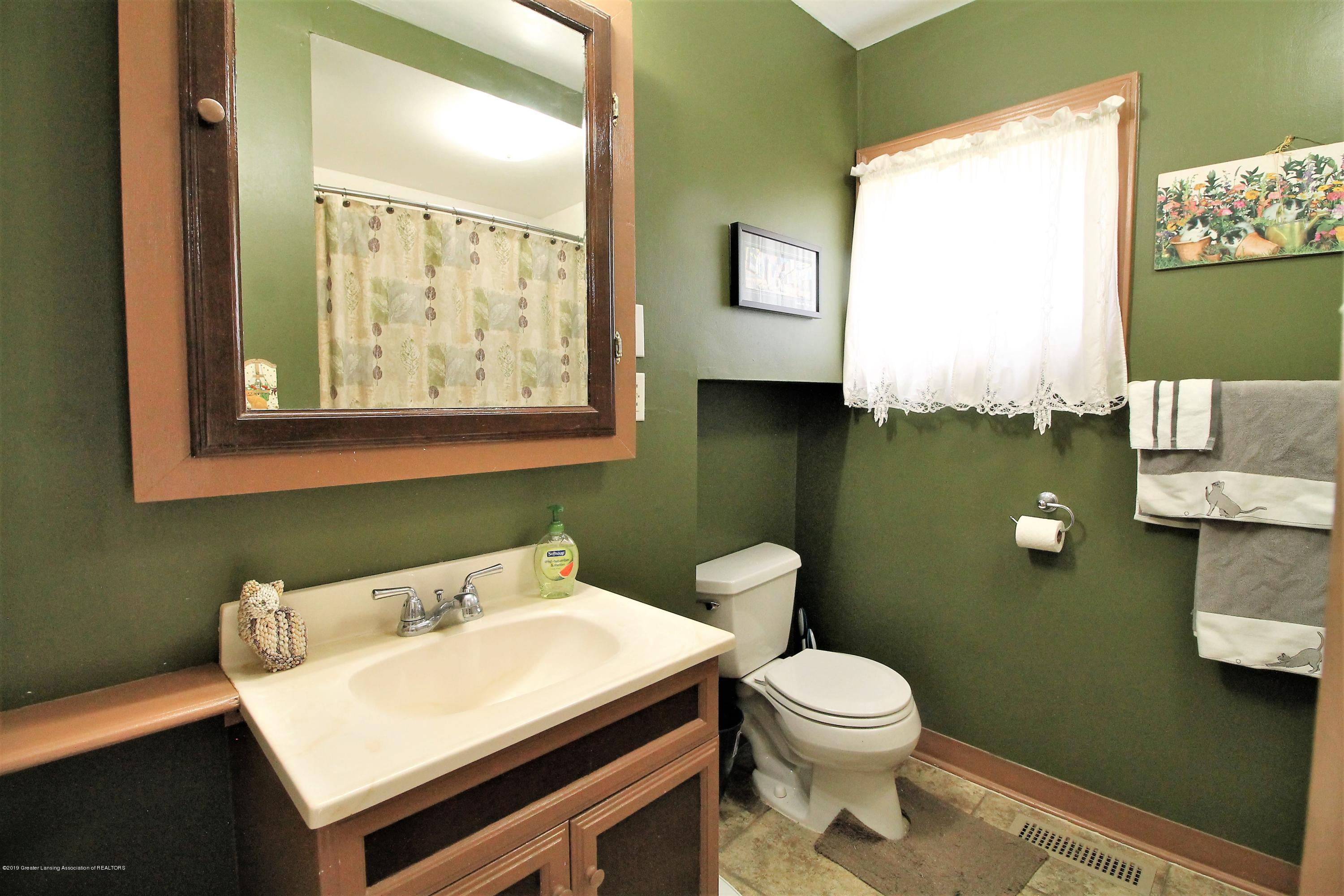 538 Bentley St - bathroom - 7
