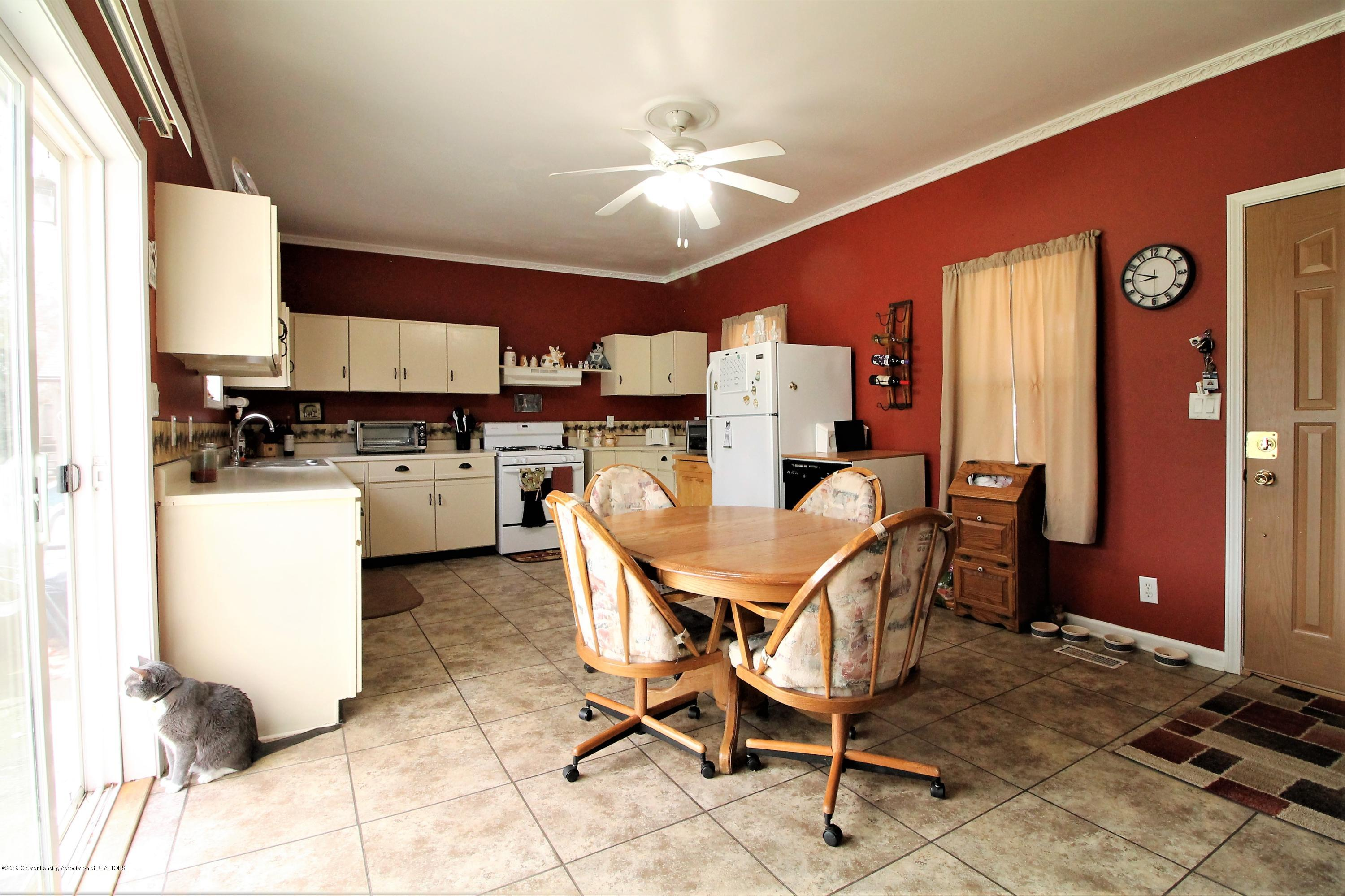 538 Bentley St - kitchen dinning room combo - 6