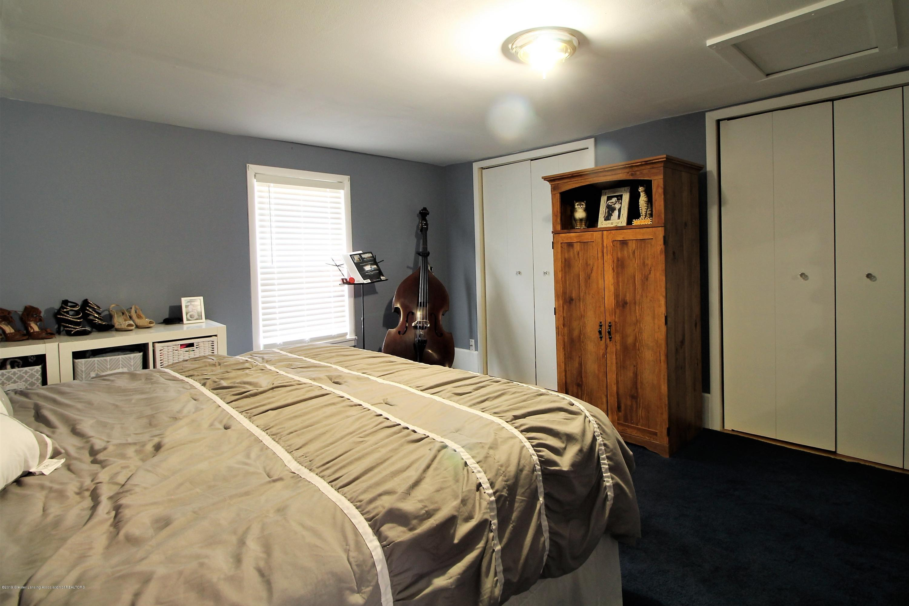538 Bentley St - upstairs bed room#1 - 12