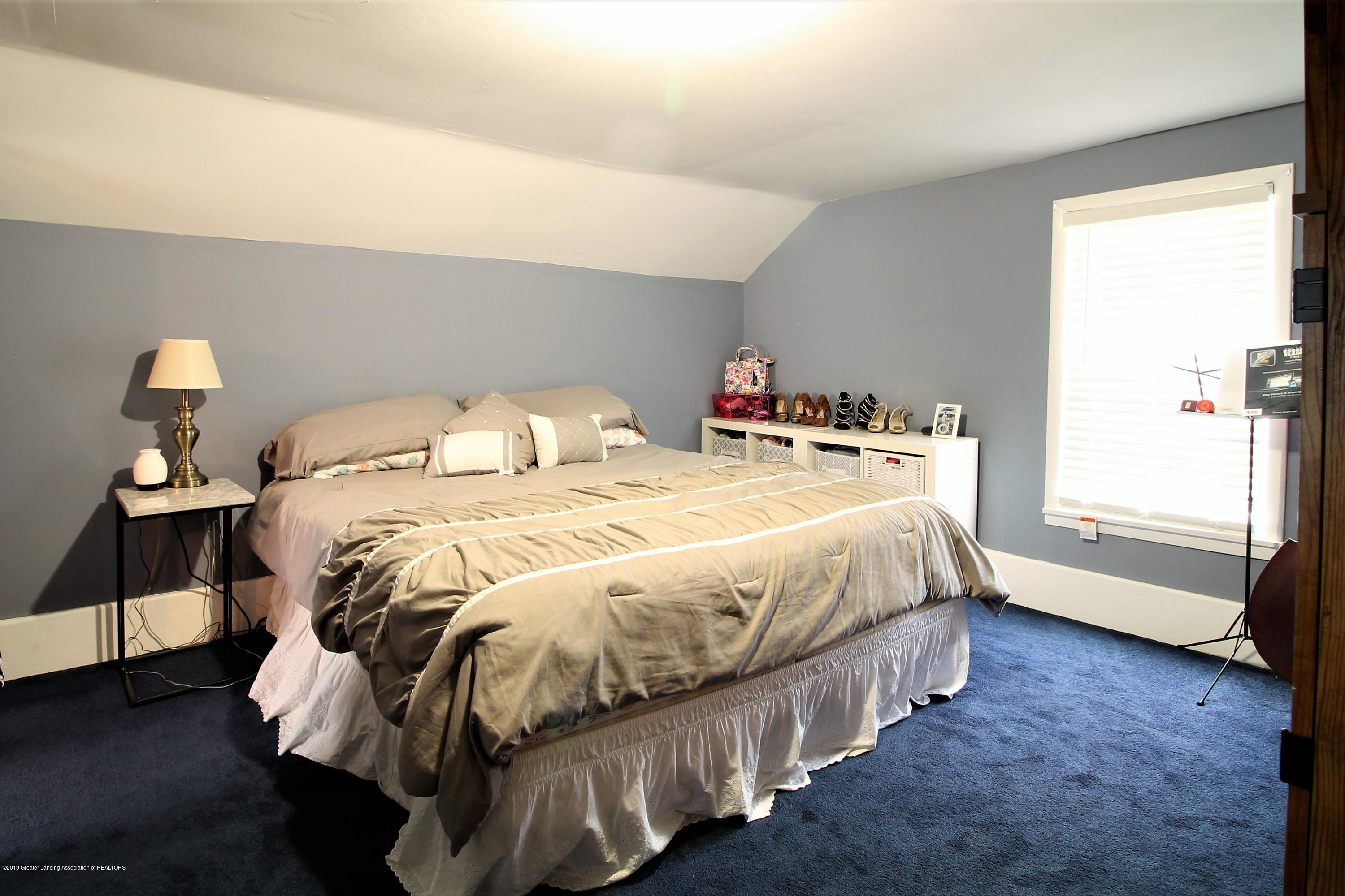 538 Bentley St - upstairs bedroom #1 - 13