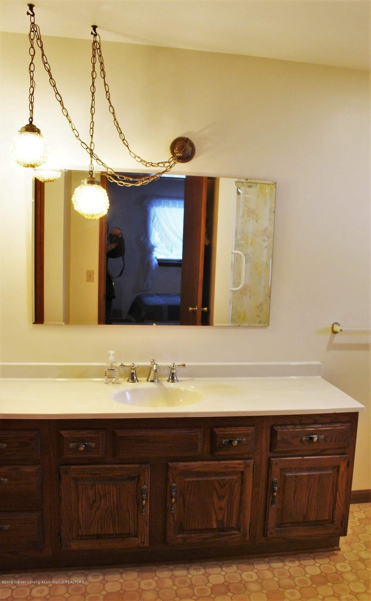 436 N Maple St - Bathroom - 17