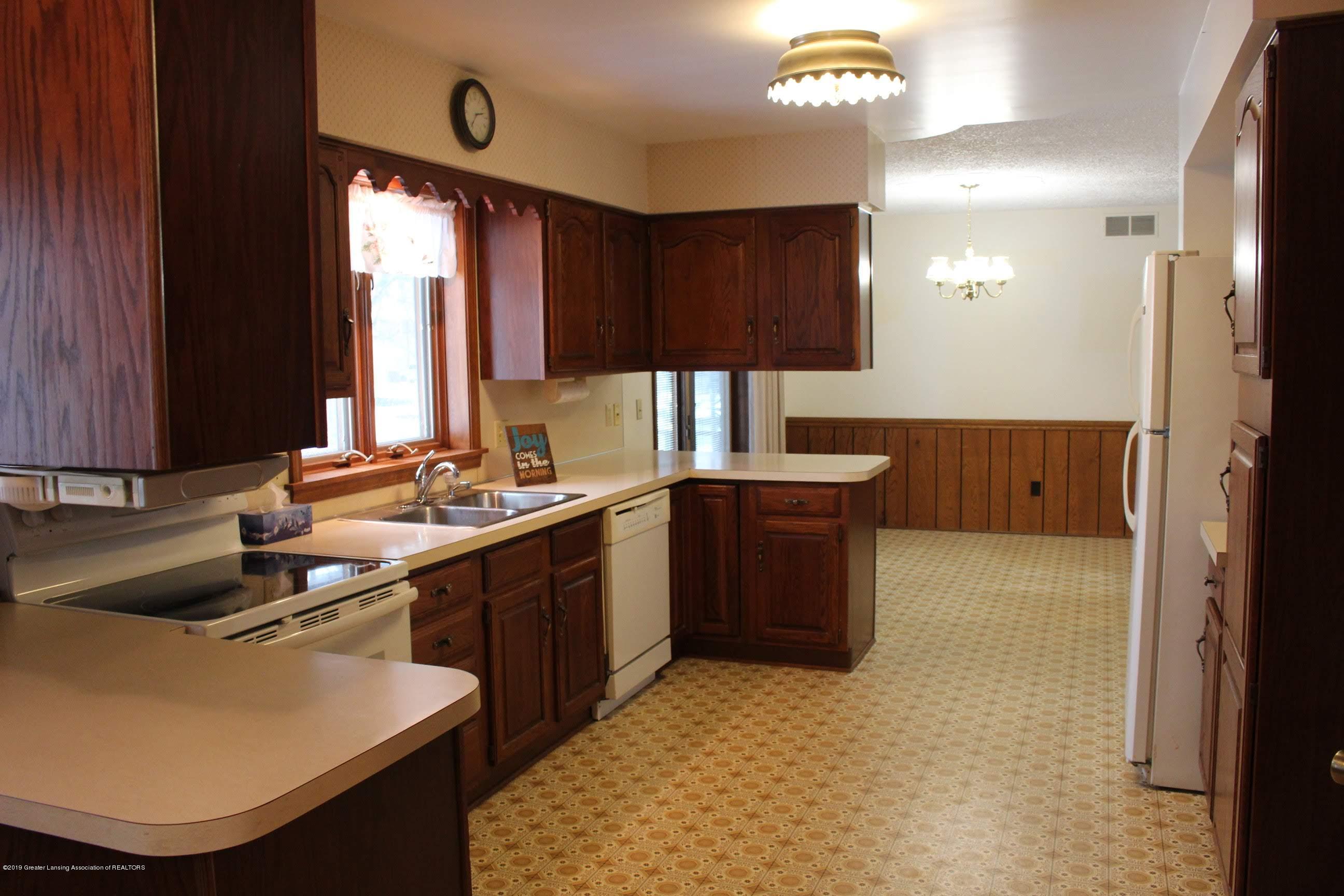 436 N Maple St - Kitchen - 3