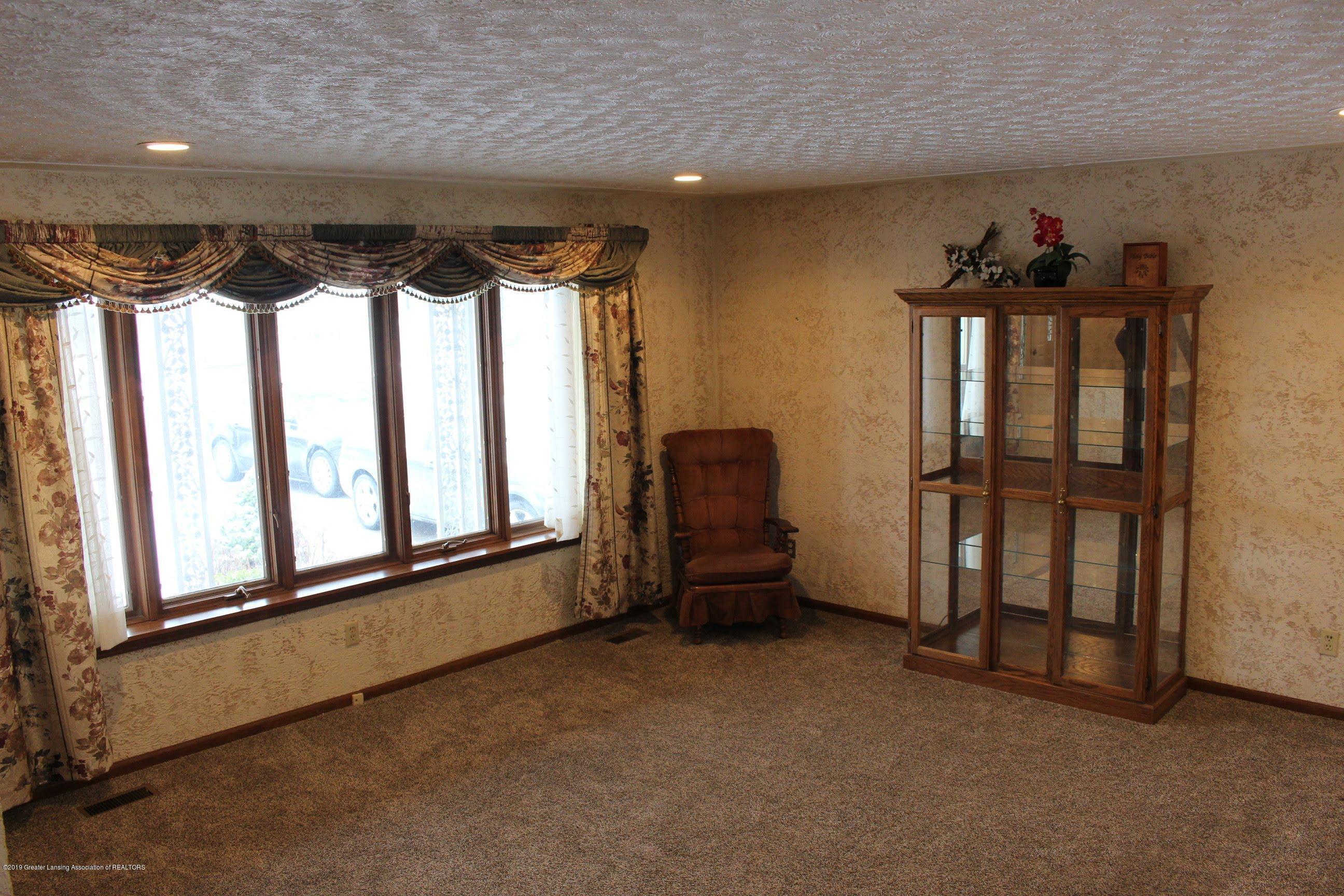 436 N Maple St - Living Room - 6