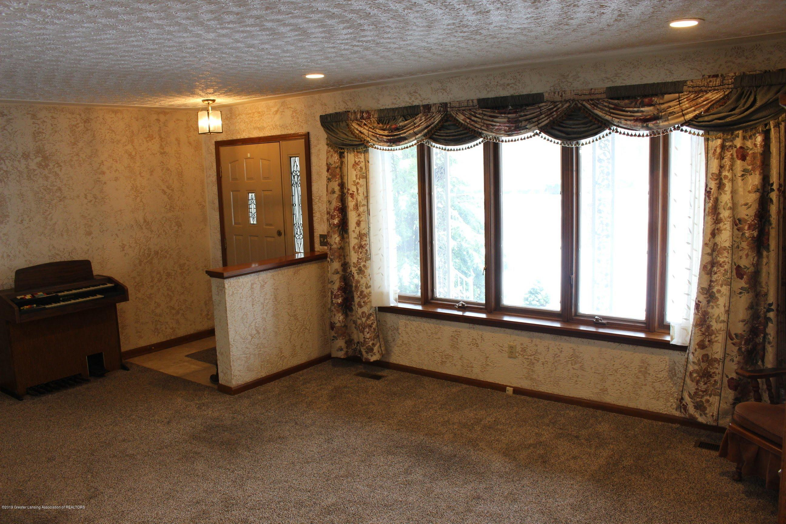 436 N Maple St - Living Room - 7