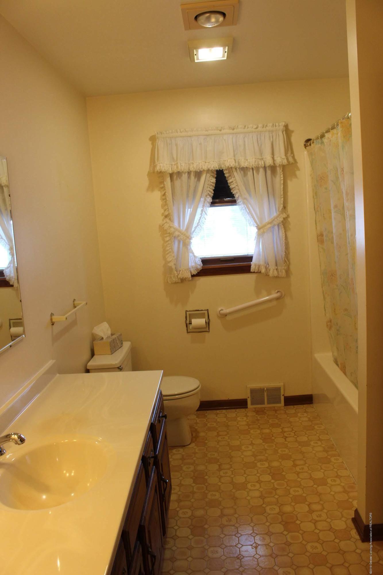 436 N Maple St - Bathroom - 16
