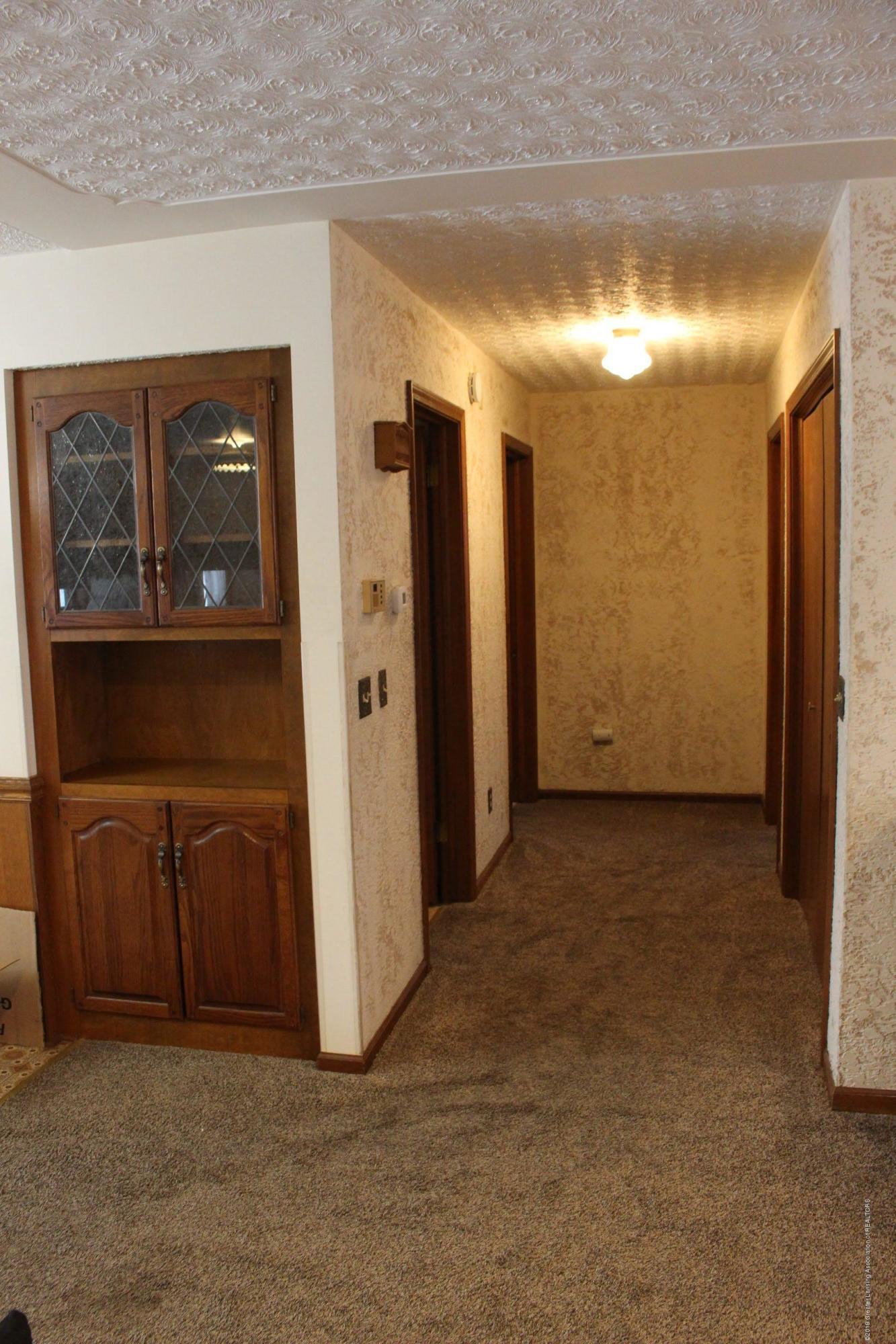 436 N Maple St - Hallway - 8