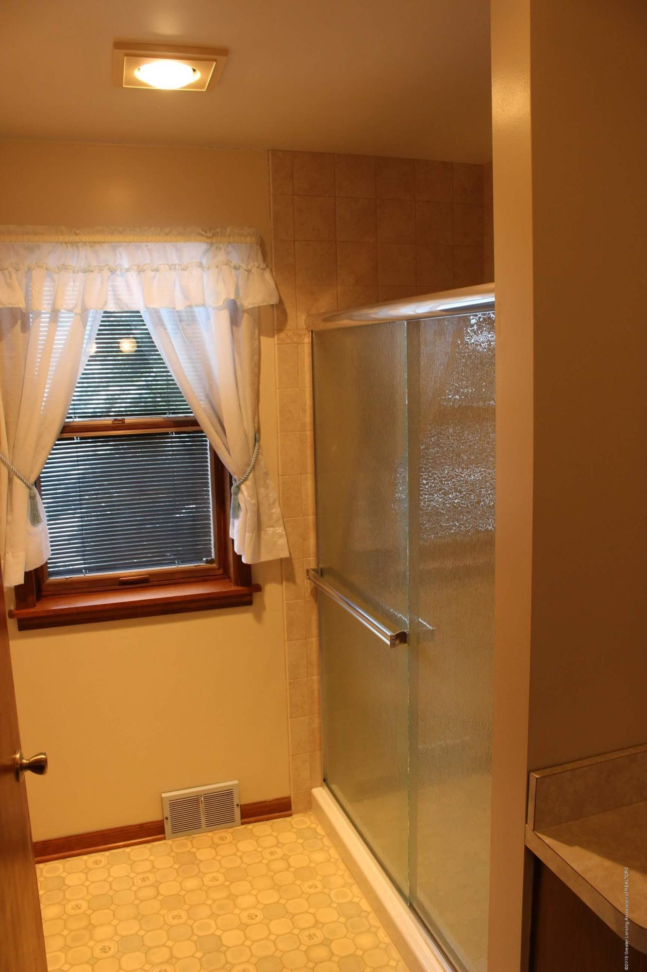 436 N Maple St - Master Suite Bathroom - 12