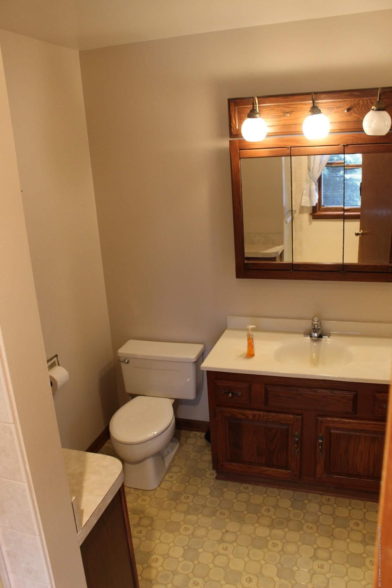 436 N Maple St - Master Suite Bathroom - 13