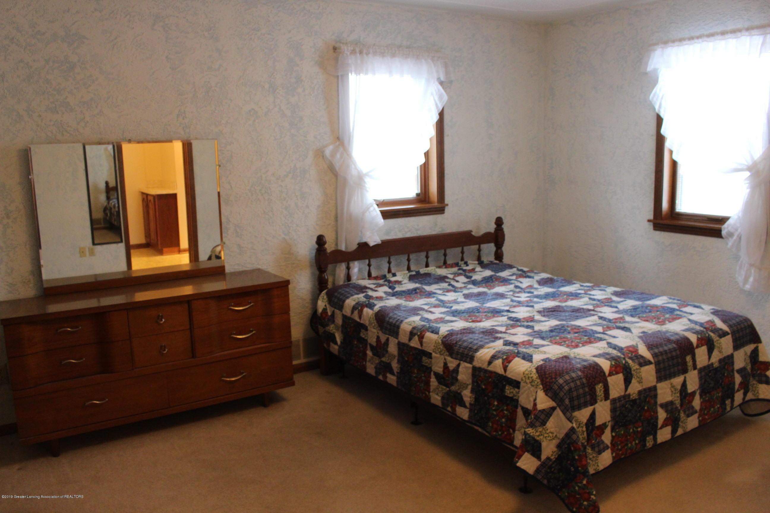 436 N Maple St - Master Bedroom - 9