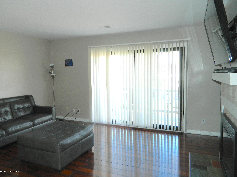 523 Bainbridge Dr APT 43 - 02_Living Room 01_BAINBRIDGE 523 - 4