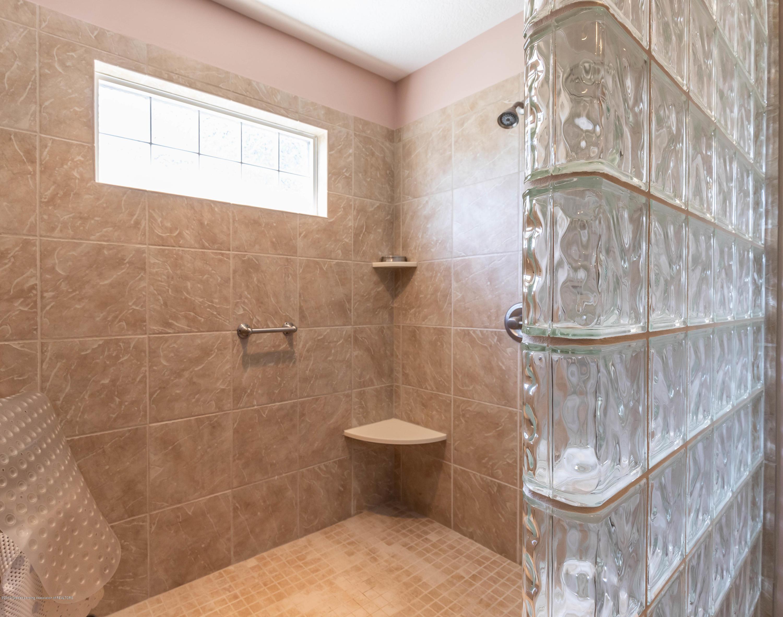 306 W Spring Meadows Ln - Master Bathroom - 42