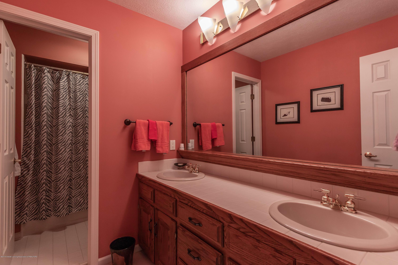 306 W Spring Meadows Ln - 2nd floor full bath - 51