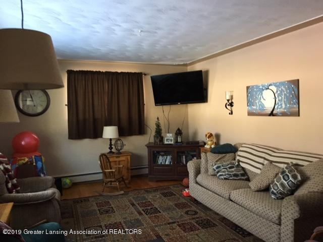 413 Meadowview Dr - IMG_7265 - 2
