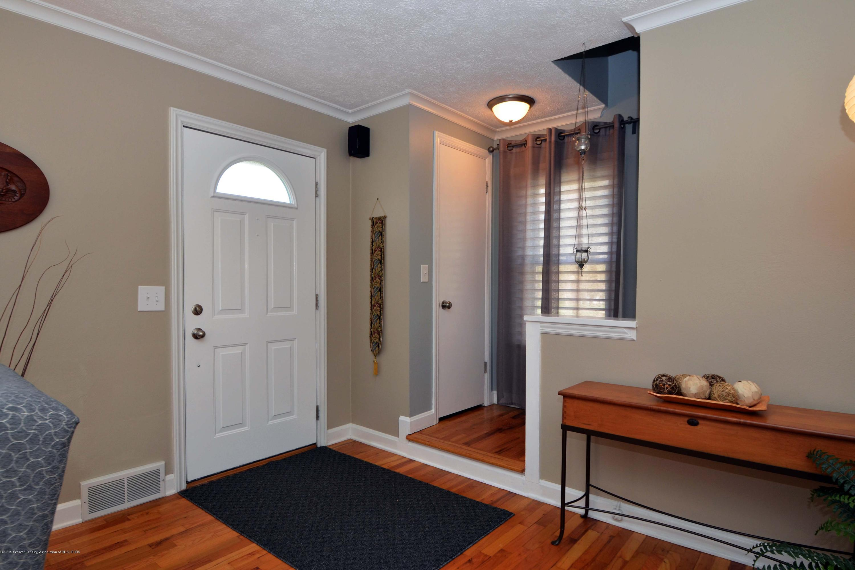2232 Kenmore Dr - 6Foyer - 6